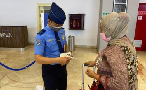 Petugas Bandara