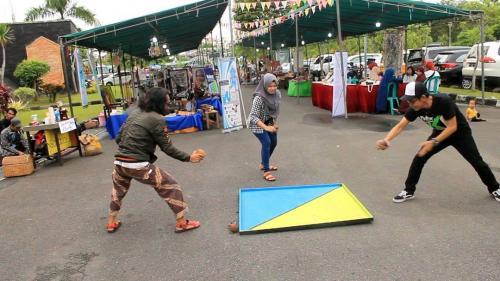Gasing Kayu Permainan Tradisional Yang Sering Dimainkan Anak Jadul Sebelum Muncul Beyblade Okezone Lifestyle