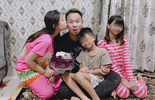 Vicky dan anak-anaknya.