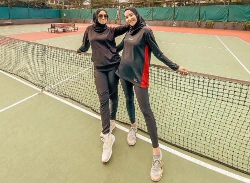 Citra Kirana dan Erica Putri pakai sportwear. (Foto: Instagram @ericaputrii)