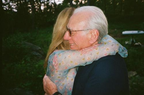 Nicola Peltz dan sang ayah. (Foto: Instagram/@brooklynbeckham)