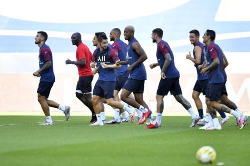 Skuad Paris Saint-Germain berlatih di Stade de France (Foto: PSG)