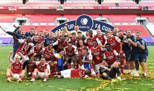 Perayaan juara Arsenal usai rebut trofi Piala FA 2019-2020