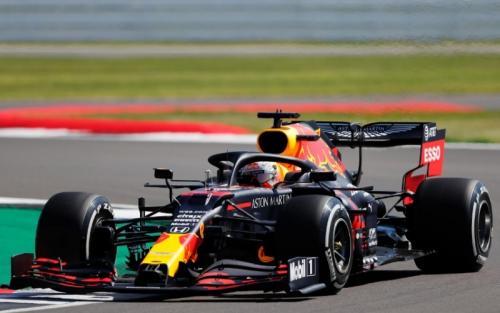 Max Verstappen melaju di Sirkuit Silverstone (Foto: Twitter/@redbullracing)