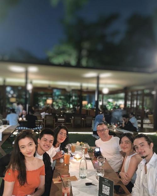 Bryan Domani bersama Mawar de Jongh dan keluarga. (Foto: Instagram)