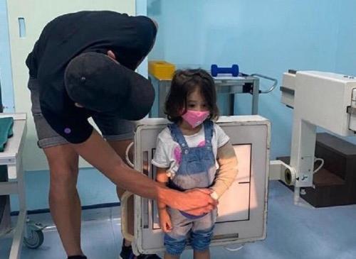 Ilija Spasojevic harus menemani putrinya menjalani perawatan (Foto: Istimewa)