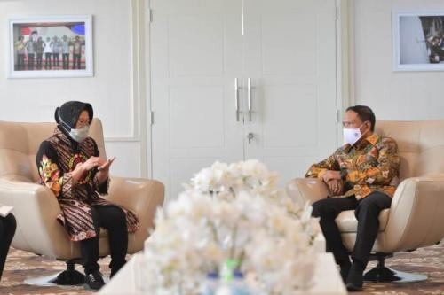Menpora Zainudin bertemu dengan Wali Kota Surabaya, Risma. Kemenpora