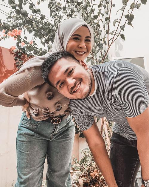 Kesha Ratuliu dan kekasih. (Foto: Instagram/@kesharatuliu05)