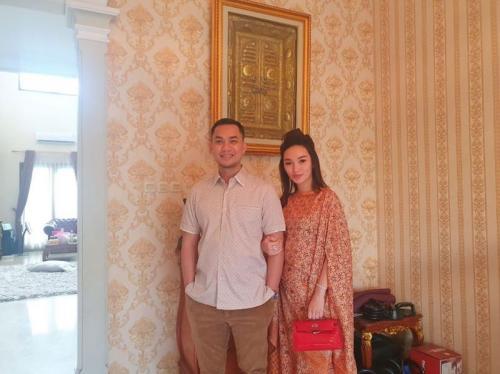 Zaskia Gotik dan suami