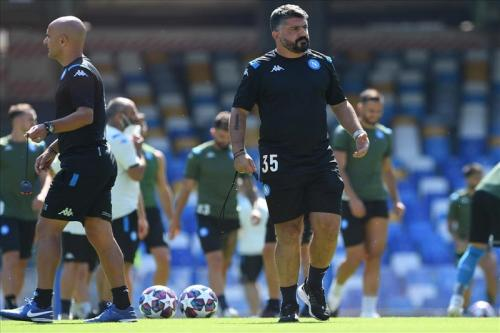 Gennaro Gattuso memimpin anak asuhnya berlatih (Foto: Napoli)