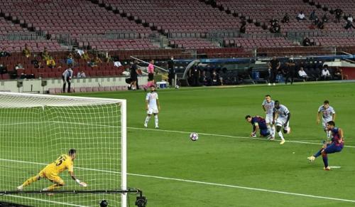 Luis Suarez menambah keunggulan menjadi 3-0 (Foto: UEFA)