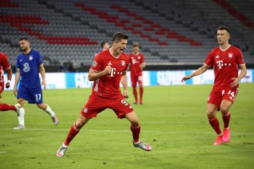 Robert Lewandowski mengemas dua gol (Foto: Twitter/@FCBayern)