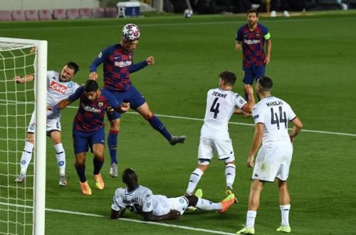 Clement Lenglet membuka skor bagi Barcelona (Foto: UEFA)