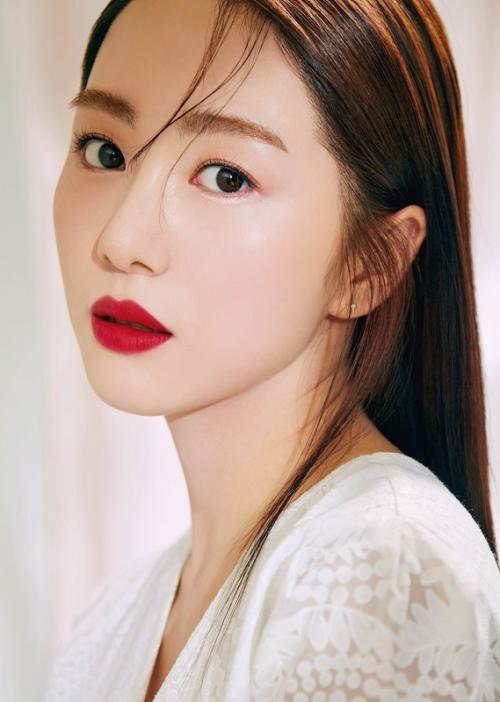 Kwon Mina tinggalkan rumah sakit. (Foto: Clio)