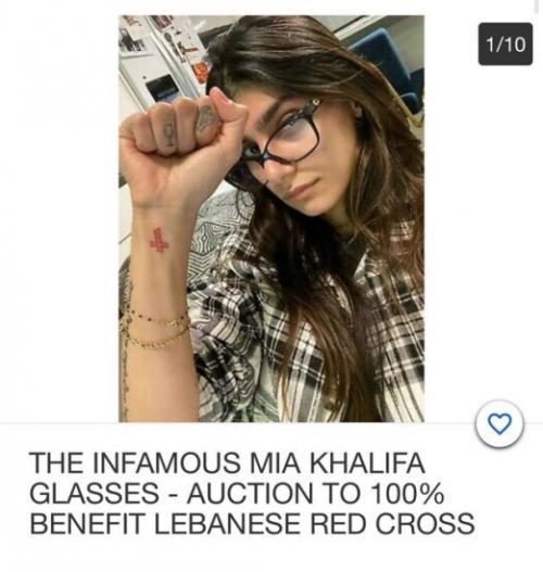 Kacamata Mia Khalifa.