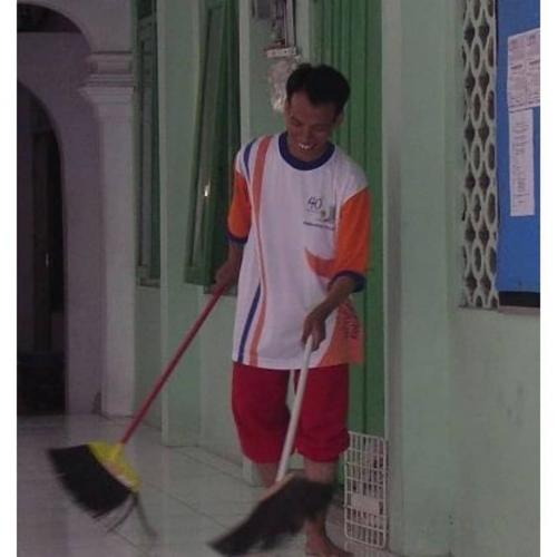 Viral kisah Profesor Khairudin yang dulunya marbot masjid. (Foto: Facebook Berbagi Semangat)