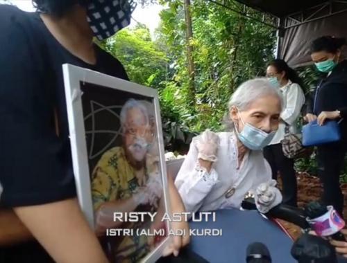 Istri Adi Kurdi. (Foto: YouTube/Starpro Indonesia)