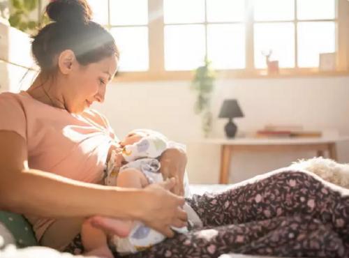 Posisi Menyusui Bayi