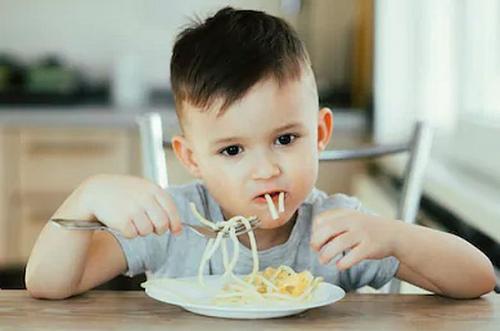 Ada kalanya anak tidak mau menyantap makanan dan mungkin membuat orangtua kebingungan.
