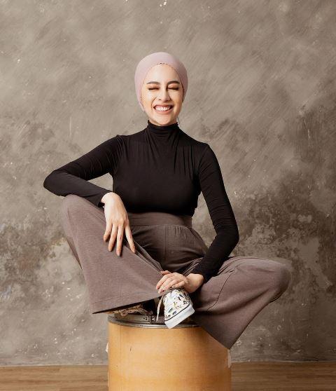 Aghnia Punjabi gaya hijab turban. (Foto: Instagram @aghniapunjabi)