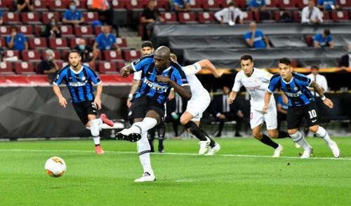 Romelu Lukaku buka skor 1-0 (Foto: UEFA)