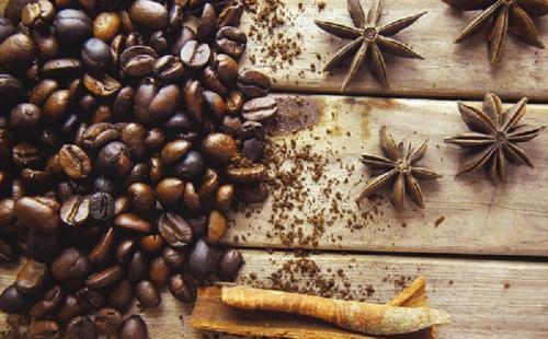 Kopi bukan hanya digunakan sebagai minuman, tetapi kopi juga bisa digunakan untuk perawatan kulit.