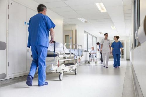 pergi ke rumah sakit