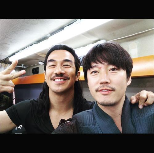 Jang Hyuk dan Joe Taslim