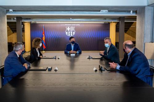 Josep Maria Bartomeu dan dewan direksi Barcelona (Foto: Twitter/@jmbartomeu)