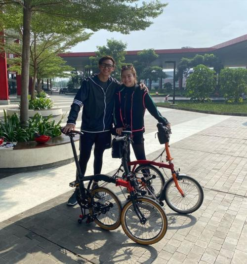 Caesar Hito dan Felicya Angelista sepedaan
