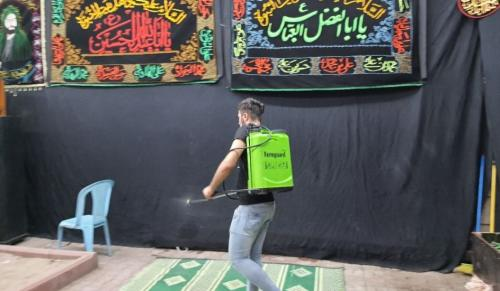 Petugas disinfeksi arena peringatan Tragedi Karbala