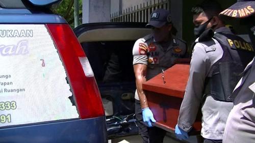 Tahanan Polres Sorong Kota yang merupakan adik ipar Edo Kondologit meninggal dunia. (Foto : iNews/Chanry)