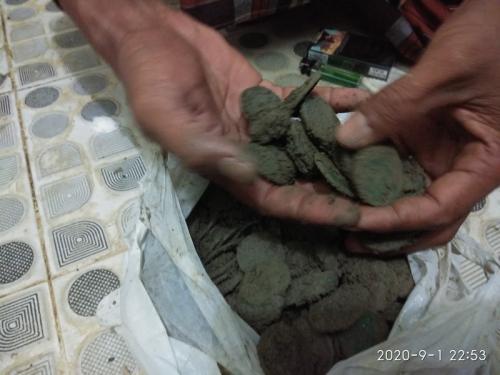 Penggali kubur di Pidie Jaya menemukan harta karun (foto :iNews/Jamal Pangwa)