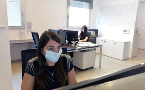kerja di kantor