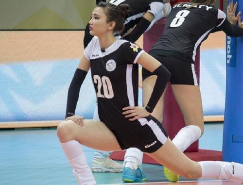 Sabina Altynbekova pemanasan