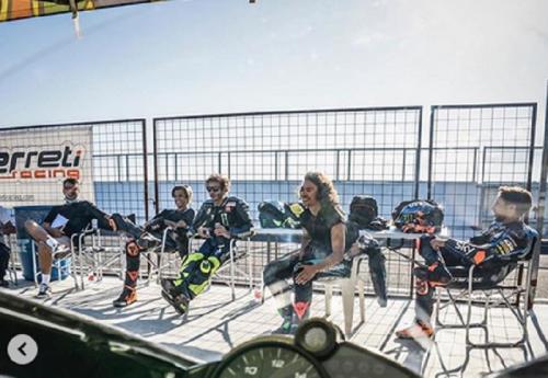 Valentino Rossi latihan bersama anak didik di Academy VR46