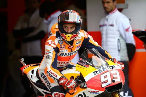 Marc Marquez memacu motor RC213V