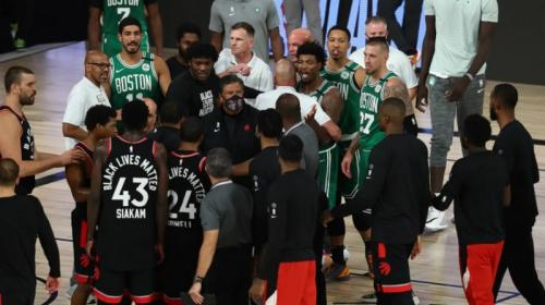 Keributan kecil sempat terjadi usai pertandingan (Foto: NBA)