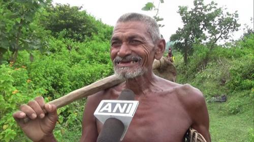 Laungi Bhuiyan dari negara bagian Bihar, India, dijuluki sebagai 'Manusia Kanal'.