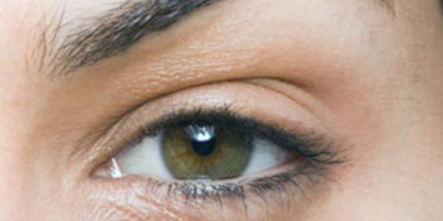 Kulit kelopak mata 80% lebih tipis dari bagian tubuh lainnya.