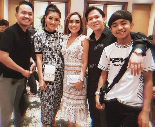 Cita Citata bersama keluarga The Onsu. (Foto: Instagram/@cita_citata)