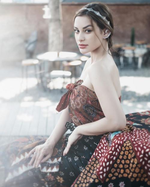 Nora Alexandra