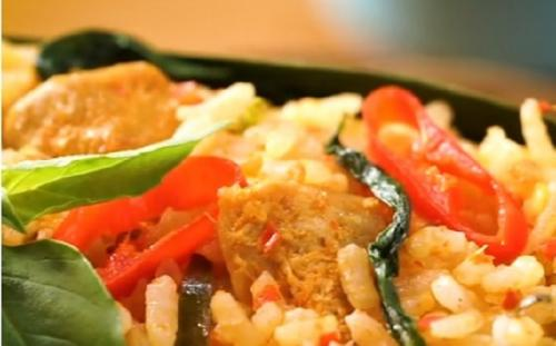 Selain memiliki rasa yang lezat, makanan ini juga simple sekali cara pembuatannya.