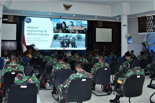 Kuliah Kerja Luar Negeri (KKLN) Perwira Siswa (Pasis) Seskoau Angkatan Ke-57 yang diadakan secara virtual dari Bangsal Srutasala, Seskoau, Lembang, Selasa (29 //2020). (Dok Penerangan Seskoau)