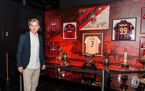 Gabung Ac Milan Hauge Ini Klub Yang Dibuat Untuk Menang Okezone Bola