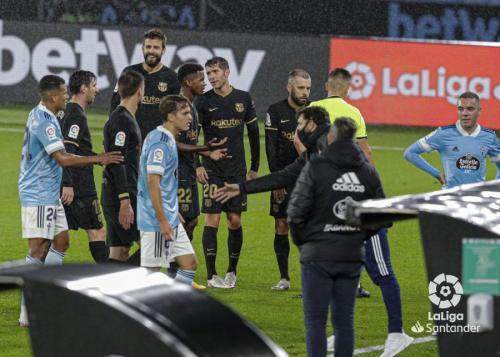 Clement Lenglet terima kartu merah (Foto: La Liga)
