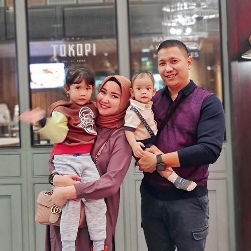 Winda Khair dan keluarga.