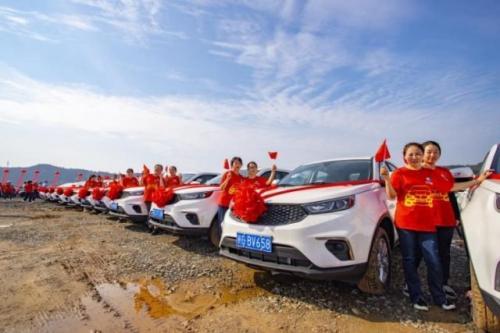 Perusahaan di China menghadiahkan ribuan mobil untuk karyawannya. (Foto: Oddity Central)