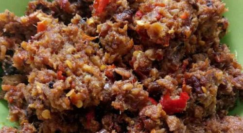 Pencinta makanan pedas rasanya kurang jika tidak ditemani oleh sambal saat makan.