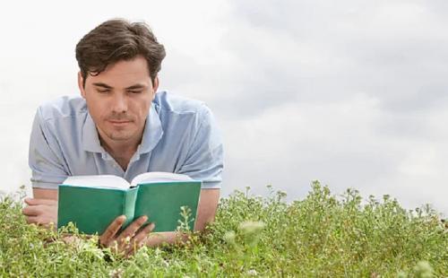 Ketika Anda sedang membaca buku, mungkin Anda perlahan akan merasakan kantuk.